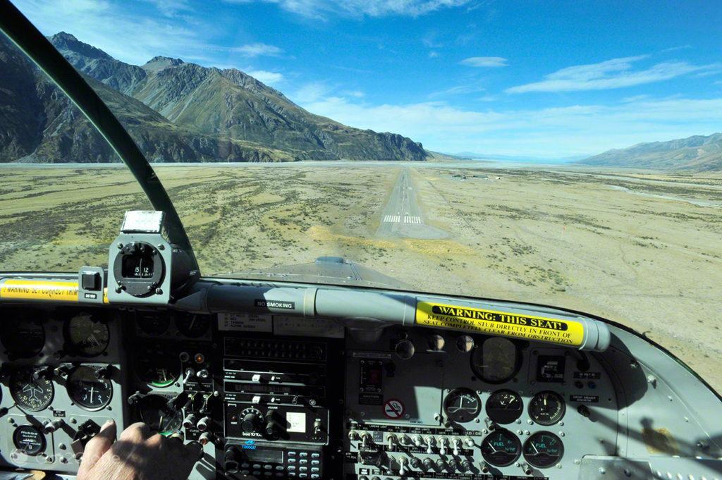 Aterragem vista de cockpit, Alpes do sul, Nova Zelândia