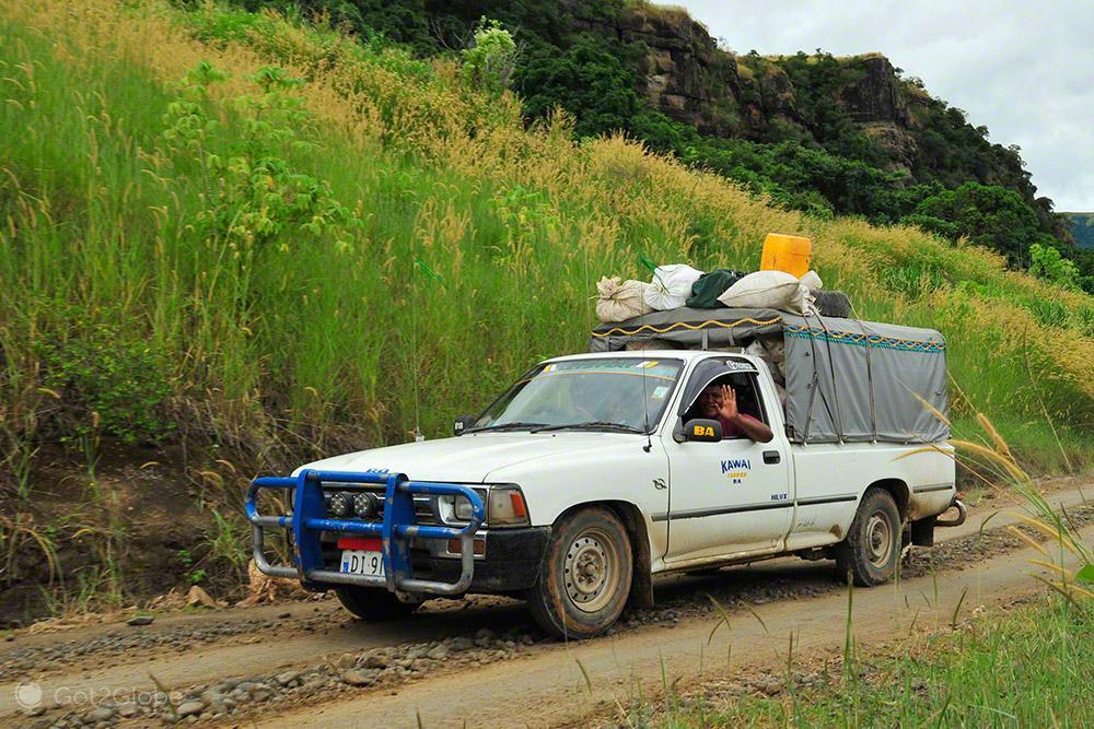 Carrinha a caminho de Navala, Viti Levu, Fiji