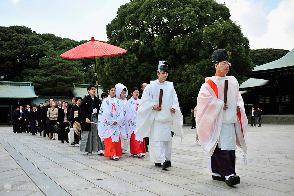 Cortejo casamento tradicional, templo Meiji, Tóquio, Japão