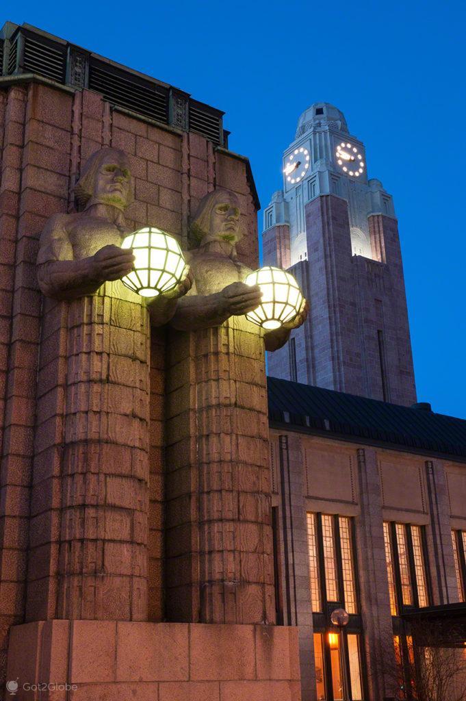Estátuas art deco, estacao caminho ferro, Helsinquia