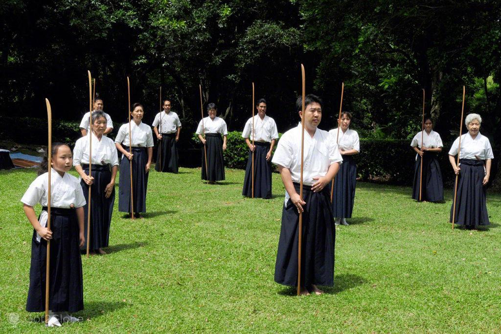 Exibição de Kendo, Byodo-in, Oahu, Havai
