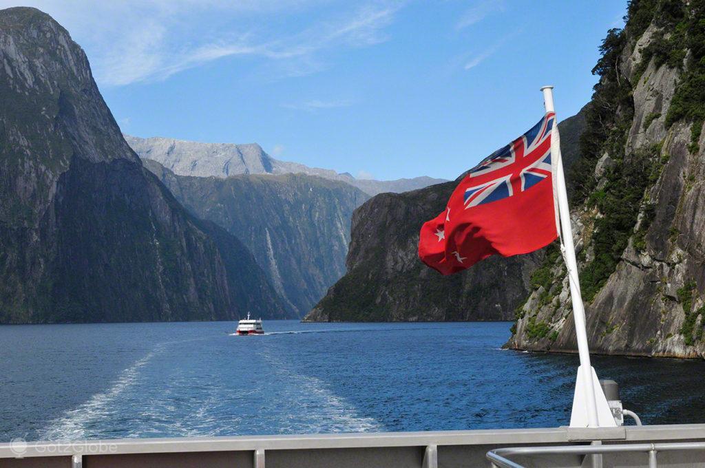 Popa de ferry, Milford Sound, Fiordland, Nova Zelândia