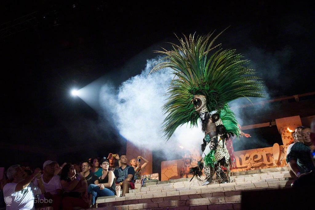 Figurante Maia, Xcaret, México