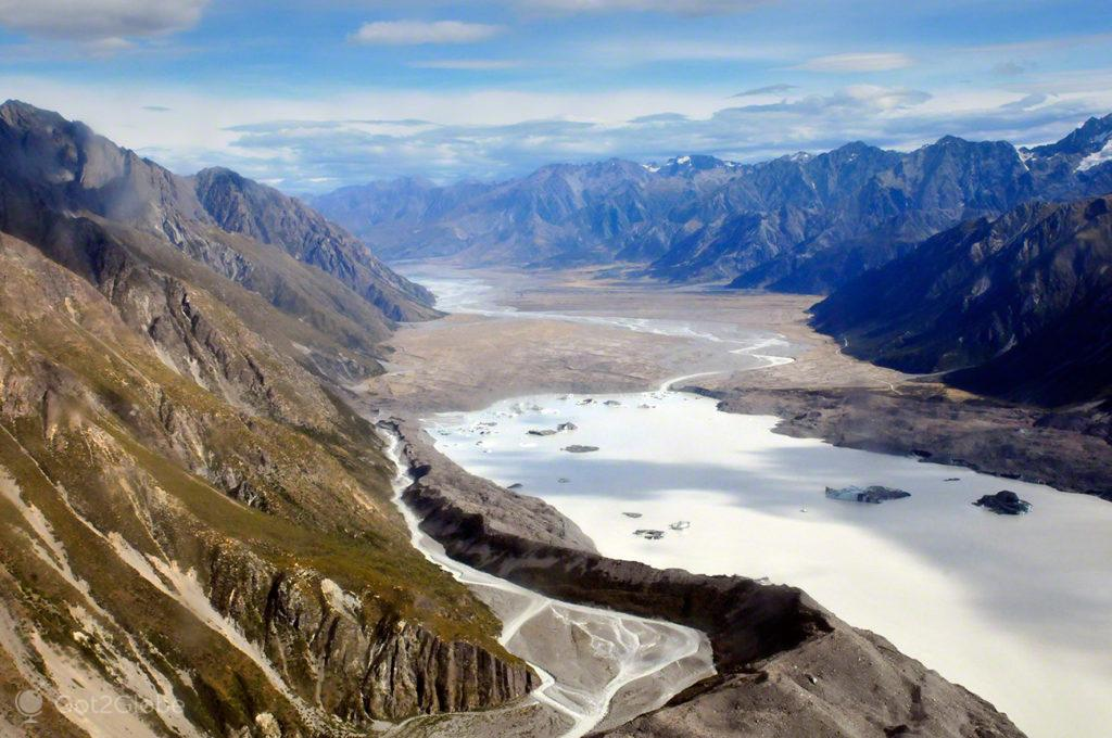 Lago formado pelo glaciar Tasman, Alpes do sul, Nova Zelândia