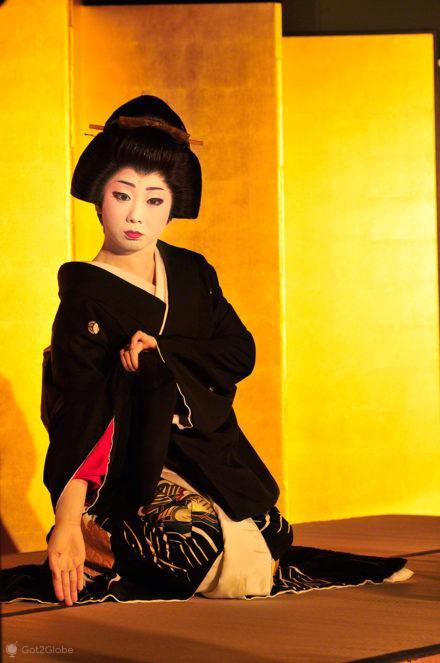 Maiko durante espectaculo cultural em Nara, Geisha, Nara, Japao