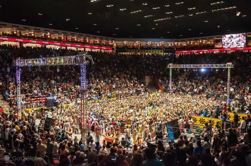 Multidão nativos, americanos-Pow Pow-Albuquerque, Novo México, Estados Unidos