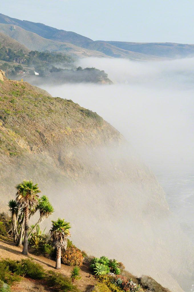Nevoeiro pairante, Big Sur, Califórnia, Estados Unidos