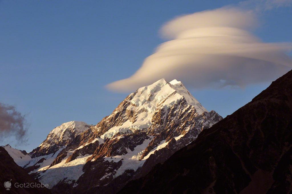 Nuvem lenticular, Mount Cook, Nova Zelândia