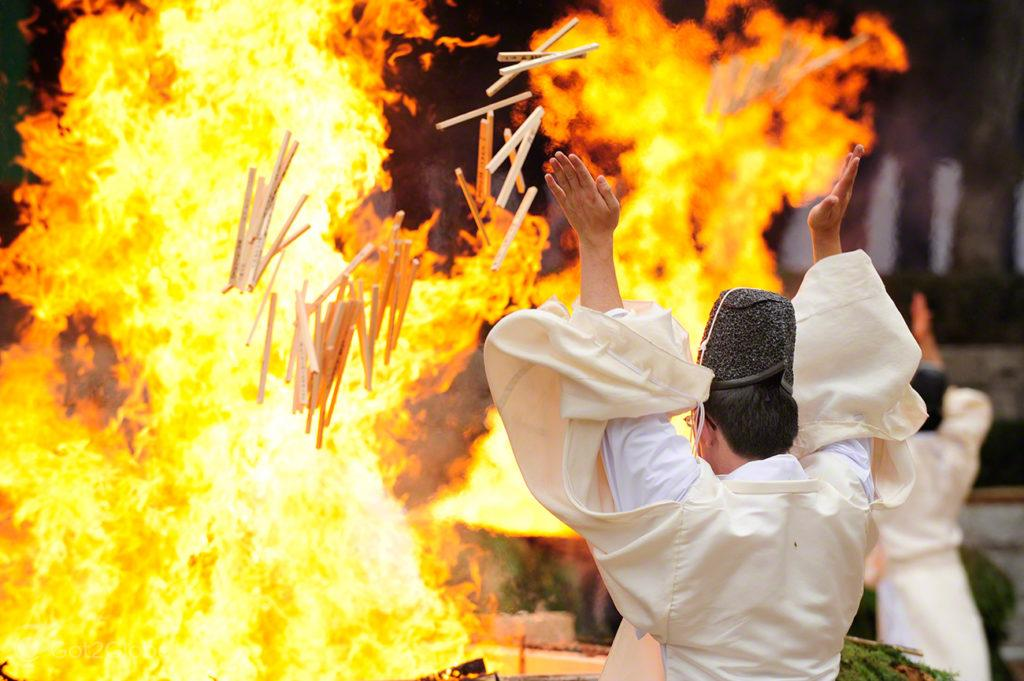Queima de preces, Festival de Ohitaki, templo de fushimi, quioto, japao