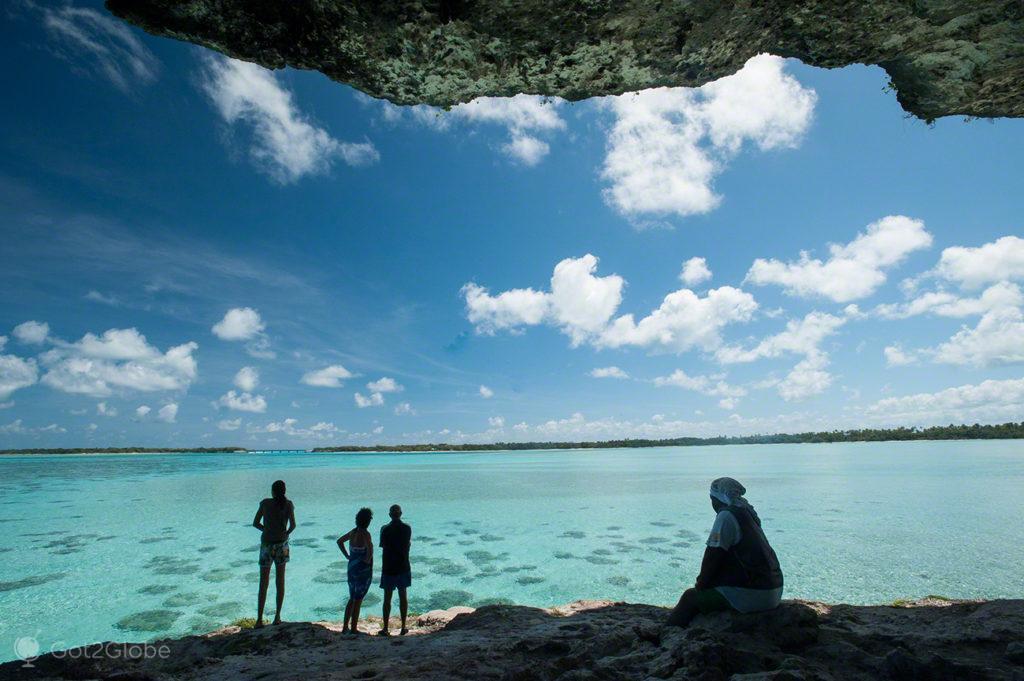 Silhuetas Falaise de Lekiny, ilha de Ouvéa-Ilhas Lealdade, Nova Caledónia