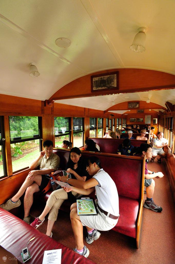 Turistas em carruagem, comboio, Kuranda train, Cairns, Queensland, Australia