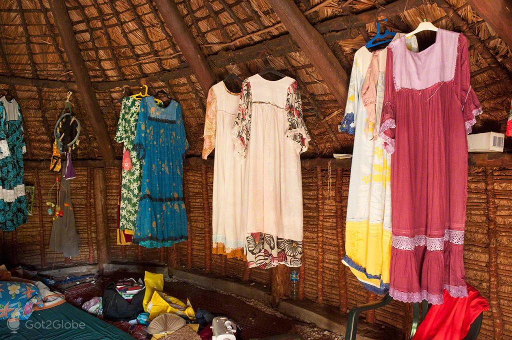 Vestidos em gite tradicional, ilha de Ouvéa-Ilhas Lealdade, Nova Caledónia