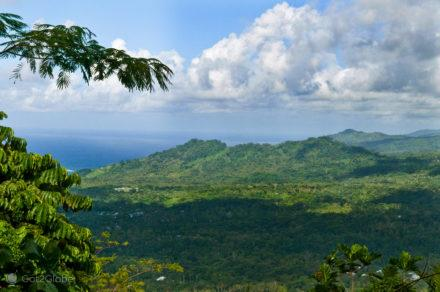 Vista do topo do Monte Vaea e do tumulo, vila vailima, Robert Louis Stevenson, Upolu, Samoa