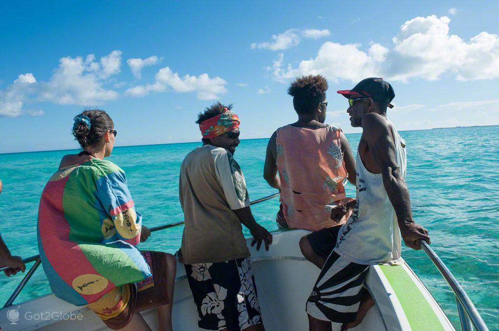 Passageiros de lancha, ilha de Ouvéa-Ilhas Lealdade, Nova Caledónia