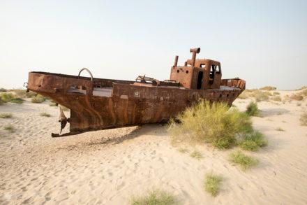 barco enferrujado, Mar de Aral, Usbequistão