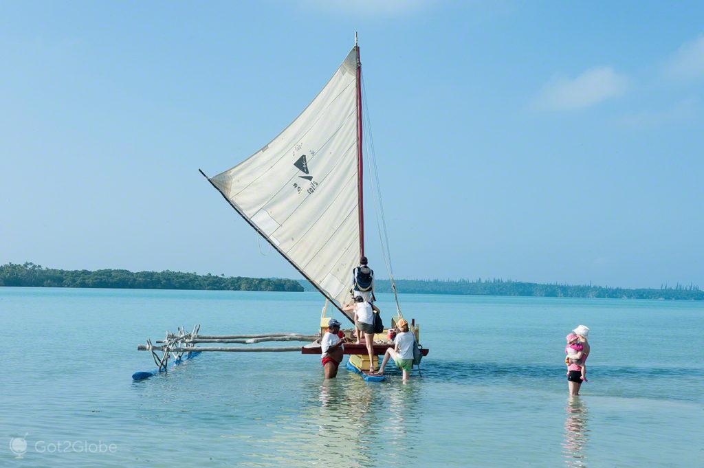 Embarque piroga, Baie d'Oro, Ile des Pins, Nova Caledonia