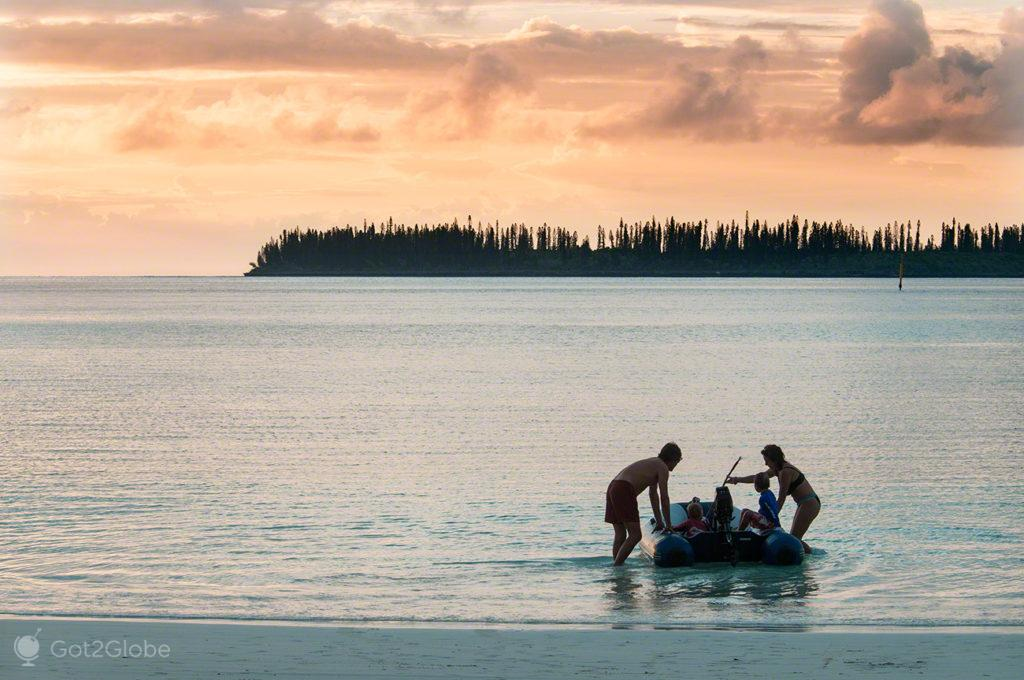 Familia de barco, Praia de Kuto, Ile des Pins, Nova Caledonia