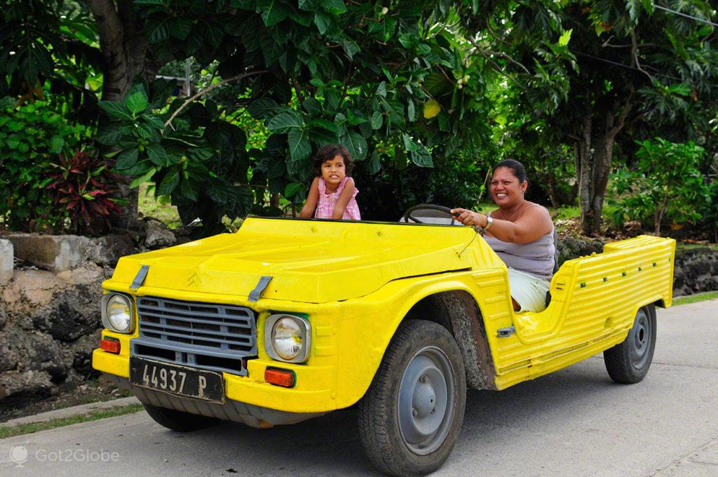 moradores, citroen mehari, Maupiti, Ilhas sociedade, Polinesia Francesa