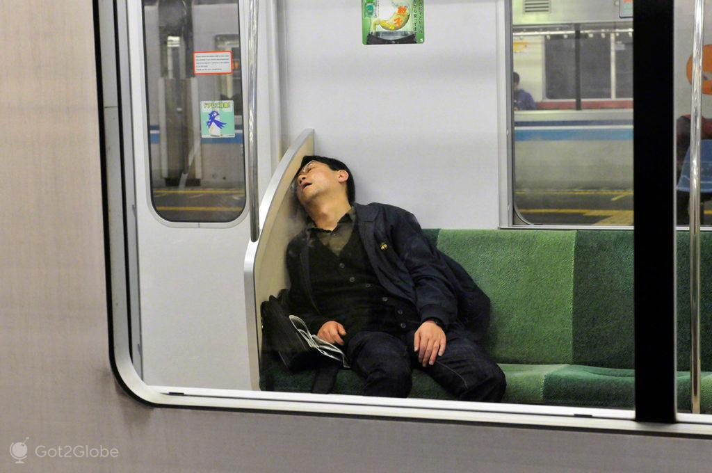 Passageiro dorme, sono, dormir, metro, comboio, Toquio, Japao