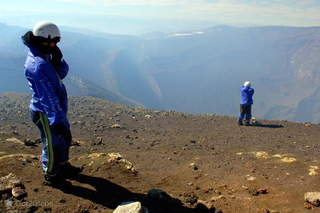 Montanhistas na cratera, vulcão villarrica, Pucon, Chile