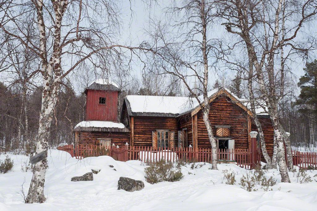 Igreja de Pielpajarvi, lago Inari, finandia