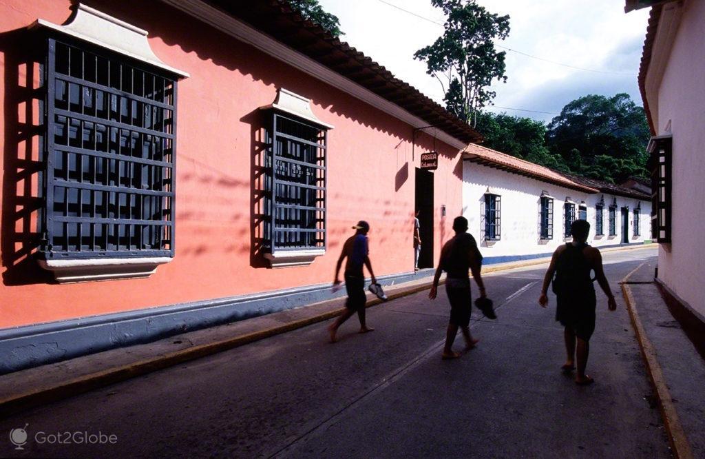 Trio, Rua de Choroni, Venezuela