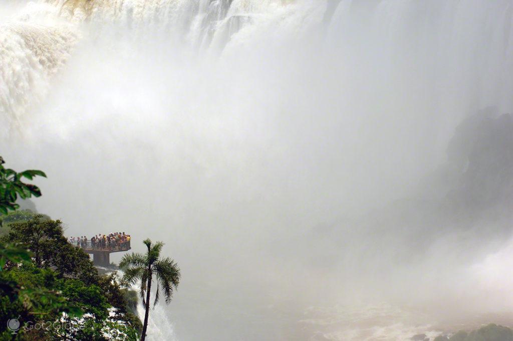 agua grande plataforma, cataratas iguacu, brasil, argentina