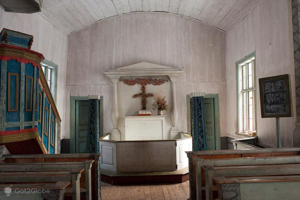 Altar da igreja de Pielpajarvi, Inari, Finlandia