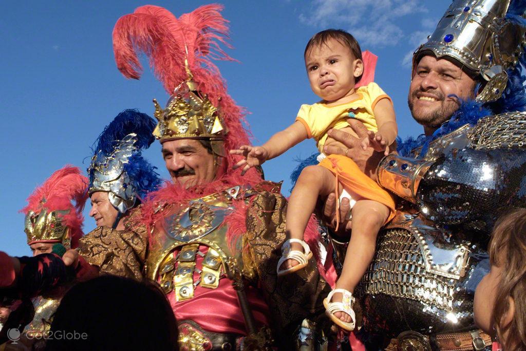 bebe entre reis, cavalhadas de pirenopolis, cruzadas, brasil
