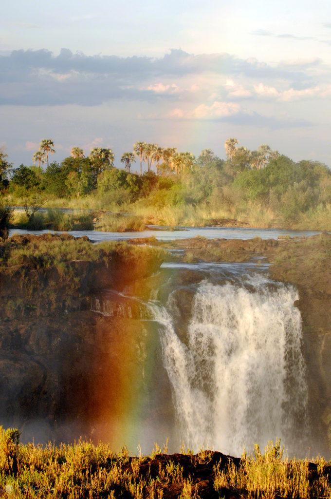 cataratas de victoria, zimbabwe, arco iris