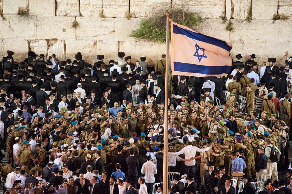 crentes, religiosos, militares, muro das lamentacoes, juramento bandeira IDF, Jerusalem, Israel
