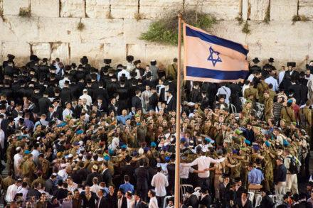 religiosos militares, muro das lamentacoes, juramento bandeira IDF, Jerusalem, Israel