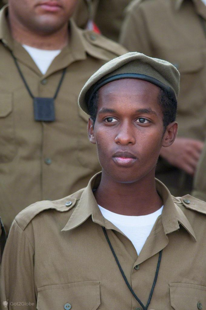 judeu recruta, etiope, muro das lamentacoes, juramento bandeira IDF, Jerusalem, Israel