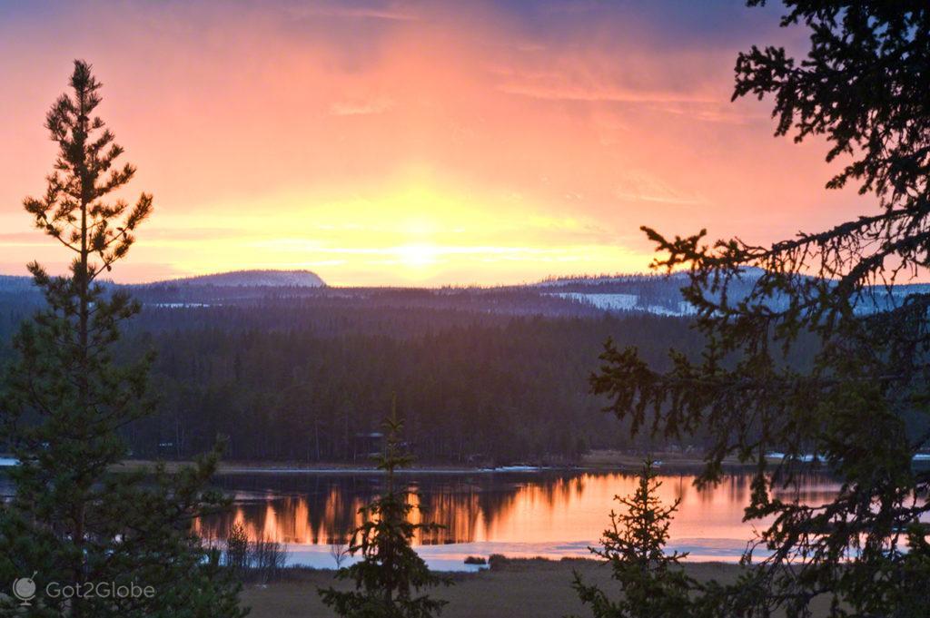 lago ala juumajarvi, por do sol, parque nacional oulanka, finlandia