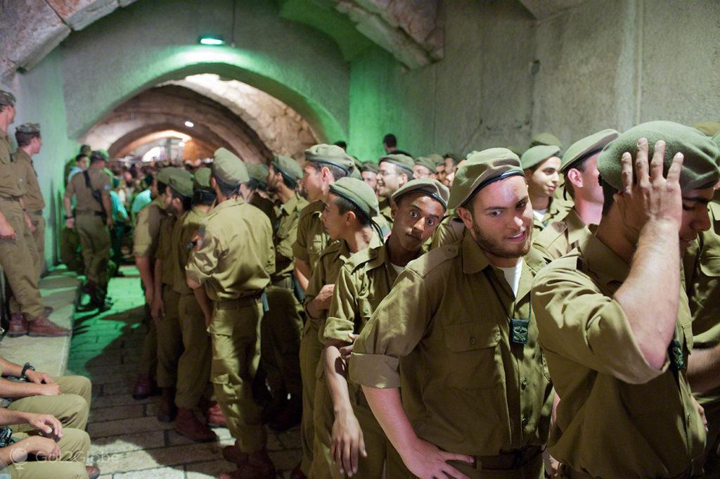 novos recrutas, espera, muro das lamentacoes, juramento bandeira IDF, Jerusalem, Israel