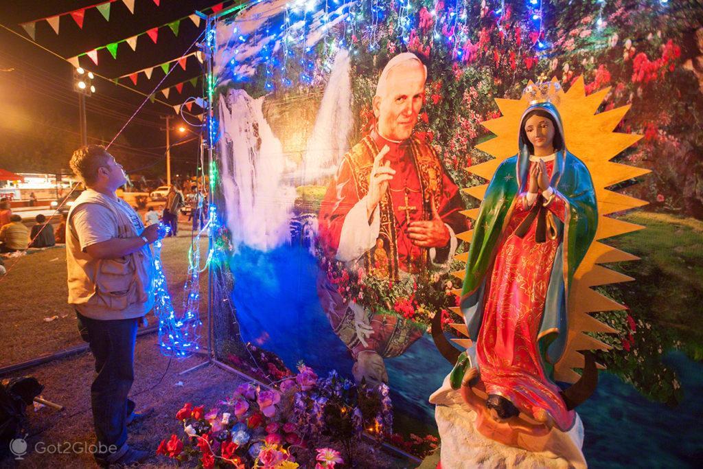 papa joao paulo II, decoracao, estatua, fieis, nossa senhora, virgem, guadalupe, mexico