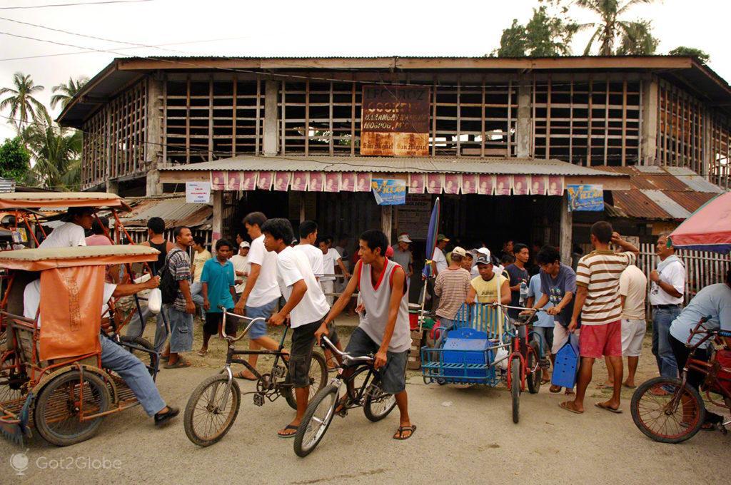 participantes e espectadores, luta de galos, filipinas