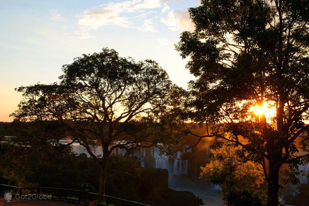 por do sol, cataratas iguacu, brasil, argentina