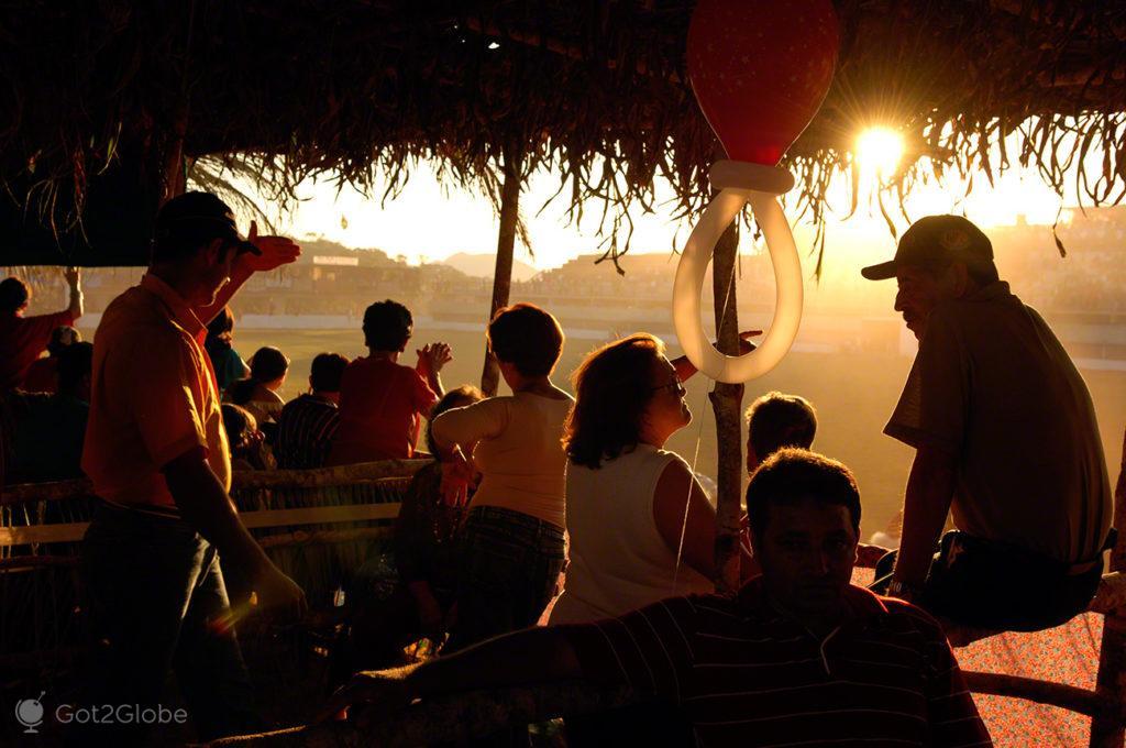 publico e espectadores, cavalhadas de pirenopolis, cruzadas, brasil