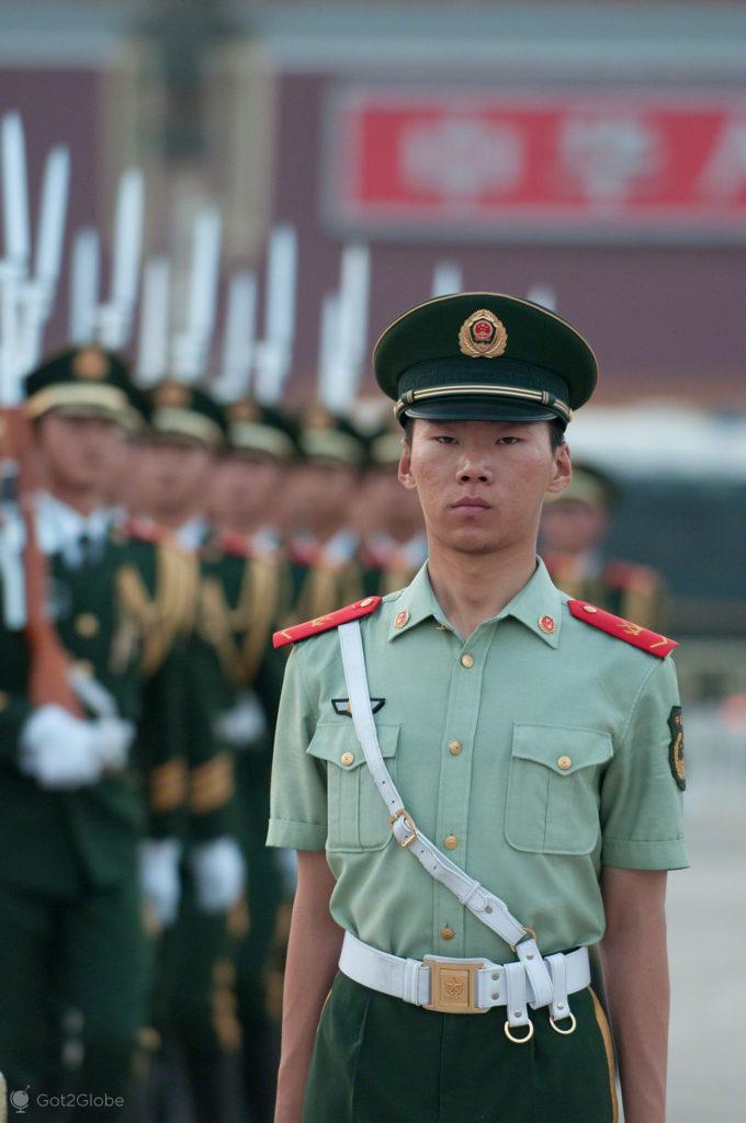 soldado, recolher bandeira, coracao dragao, praca tianamen, Pequim, China