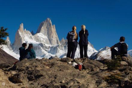 viajantes contemplam, monte fitz roy, argentina