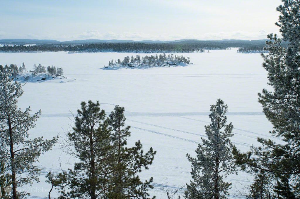 Vista a partir de Ukonkivi, Lago Inari, Finlandia