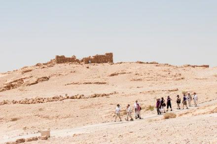 Visitantes em caminhada, Fortaleza de Massada, Israel