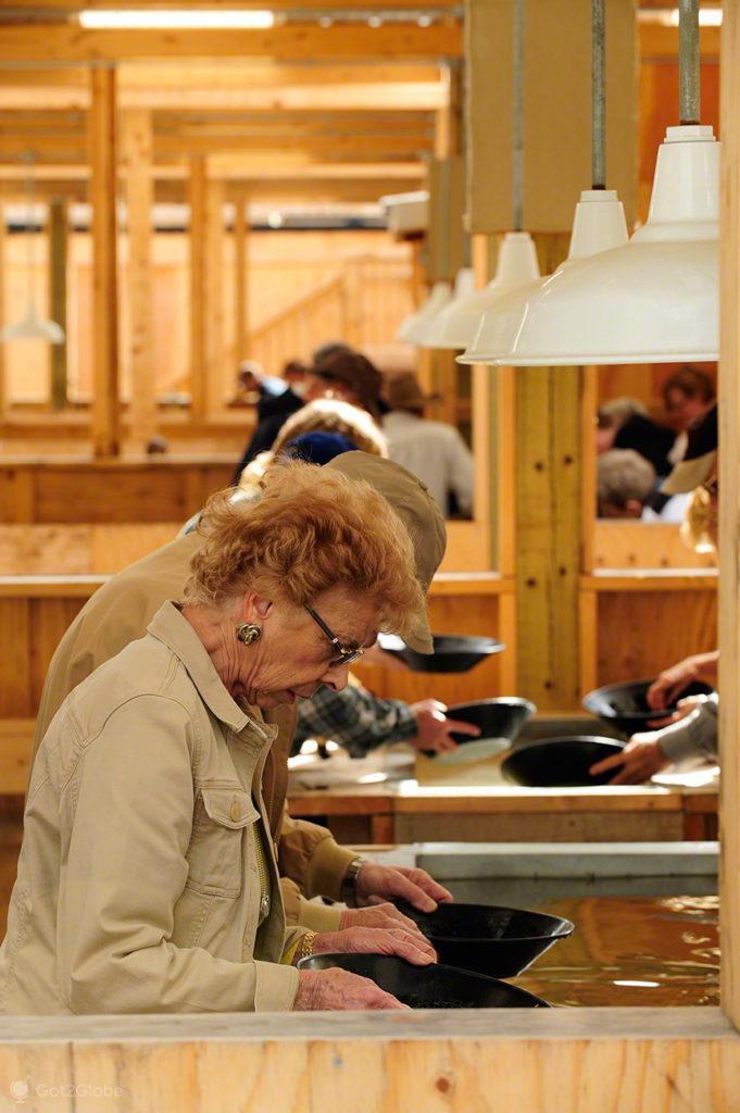 visitantes, peneiram ouro, Skagway, Rota do ouro, Alasca, EUA