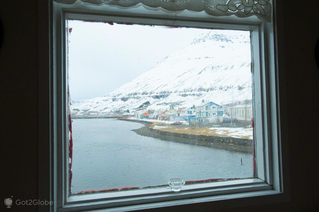 vista do hotel Aldan, fiorde, Seydisfjordur, Islandia