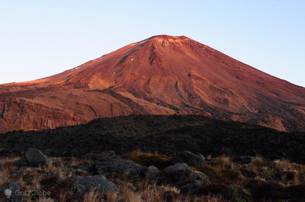 vulcao avermelhado, Ngauruhoe, vulcoes, PN tongariro, nova zelandia