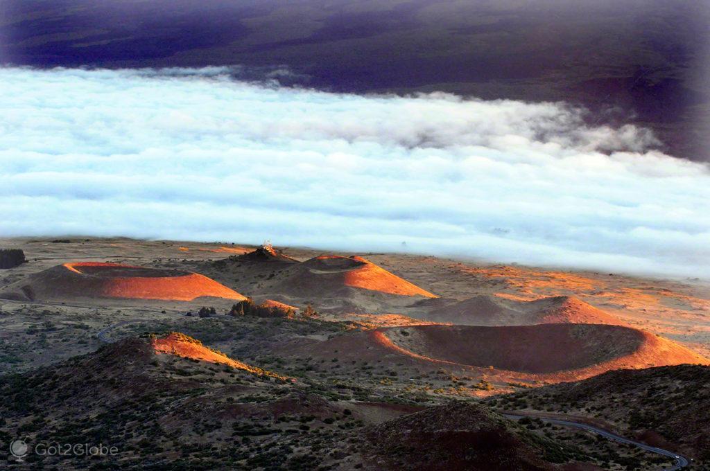 Crateras secundárias, Mauna Kea vulcão no espaço, Big Island, Havai