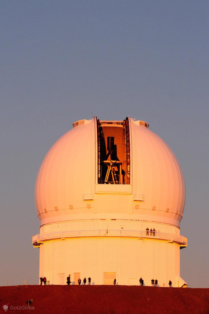 Observatório dourado, Mauna Kea vulcão no espaço, Big Island, Havai