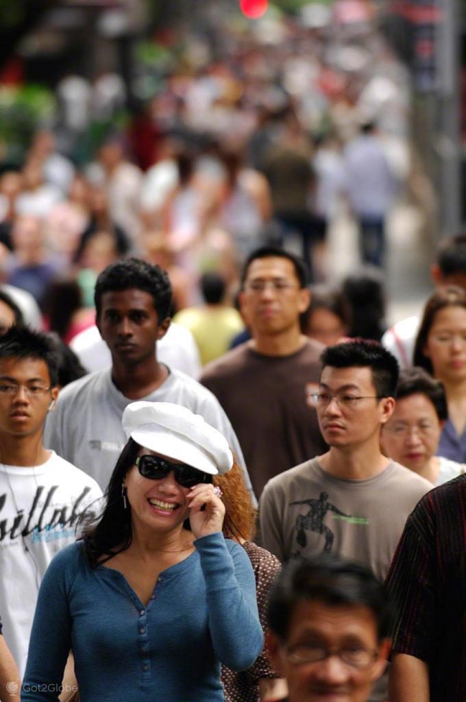 Multidão, Singapura, ilha Sucesso e Monotonia