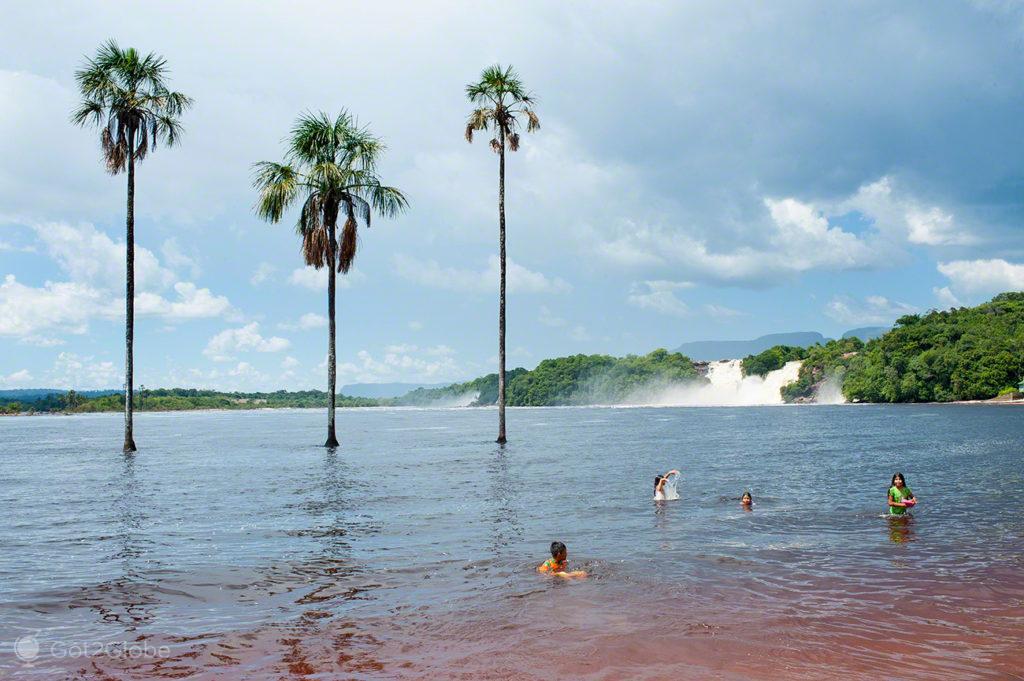 Banho, Salto Angel, Rio que cai do ceu, Angel Falls, PN Canaima, Venezuela